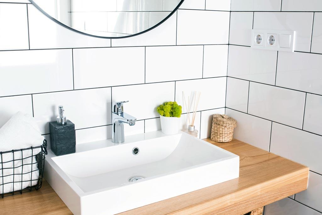 Trucos para limpiar azulejos de baños